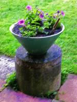Retro planter in purple