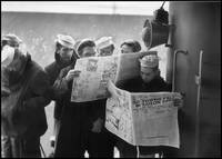 Wounded Navy sailors returning from WW2 reading ne