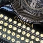 """Antique Typewriter"" by claudiaross"
