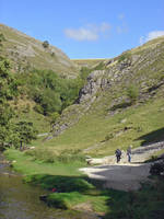 Walkers At Dovedale  (13143-RDA)