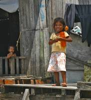 Girl with Waterbottle, Mabul