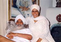 Yogi Bhajan and Bibi Ji smiling