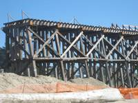 Beachcomber Motel: bridge being repaired