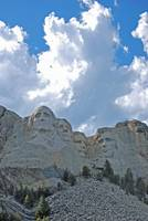 mount rushmore with cloudy sky