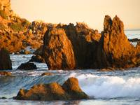 Rocks and waves_4343