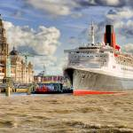 """QE2 visiting Liverpool"" by simonbarrow"