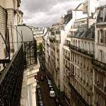"""Peering into Paris"" by rachelro"