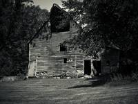old-barn-b&w