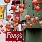 """Farolillos en chinatown de Los Angeles"" by mazintosh"