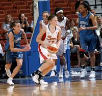 Lindsay Whalen with ball 01.jpg