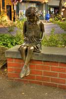 0208 Bronze statue of a little girl