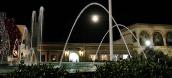 Full Moon Fountain