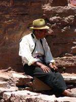 Peruvien man with a hat resting