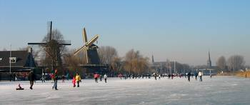 Dutch winter scene on the river 1