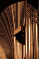 Pipe organ abstract