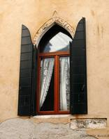 Venice Window With Lace Curtain