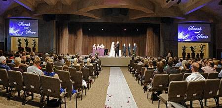Wedding panoramic in drybrush filter
