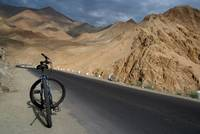 Mountain Biking down from Khardung La