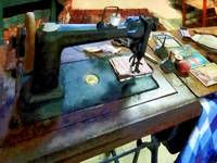 Sewing Machine With Sissors