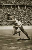 Jesse Owens at the start of the 200m race at the 1