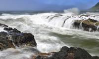 High tide coming up at Cape Perpetua