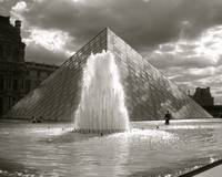 Musee du Louvre in Black & White
