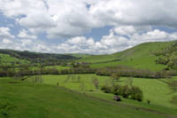 Across the Valley, Thorpe to Ilam (30913-RDA)