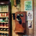 """Old Fashioned Telephone"" by susansartgallery"