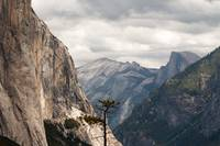 El Cap vs Half Dome (Yosemite)