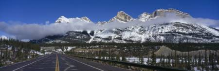 Icefields Parkway through Banff National Park Albe