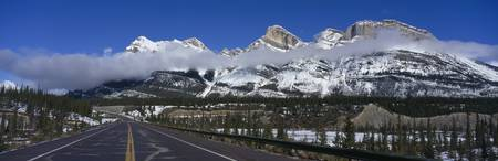 Icefields Parkway through Banff National Park Alb