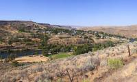 Town at the waterfront Deschutes River Maupin Was