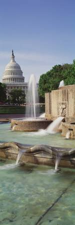 Water fountain in front of the US Capitol Buildin