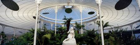 Statue of Eve in a glass house Kibble Palace Glas