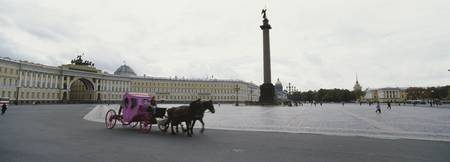 Horsedrawn carriage in front of the General Staff