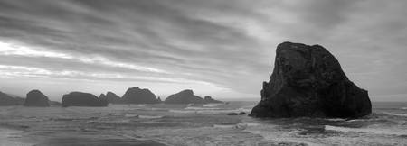 2413-oregon-southcoast-goldcoast-rock-bw