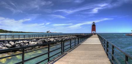 michigan.charlevoix.pier.lighthouse1