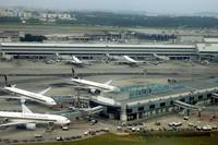 Singapore Airport in 2004: Still Building New Term