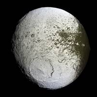 Saturns moon Iapetus