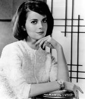Natalie Wood hand under chin