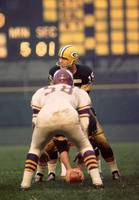 Bart Starr looks around