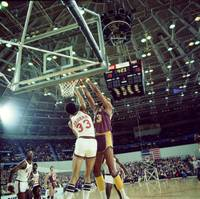 Kareem Abdul Jabbar blocking shot