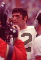 Joe Namath talking it over