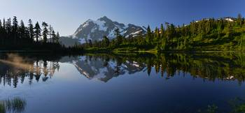 Sunrise on Mount Shuksan at Picture Lake