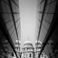 LONDON: St. Pauls Cathedral