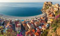 The-village-of-Scilla-wit-014