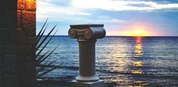 Corfu / Beach / Column / Sunset