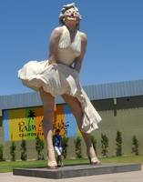 MARILYN MONROE FULL BODY STATUE