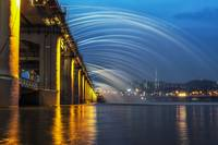 Banpo Bridge Fountain Show At Night
