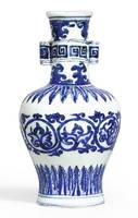 A FINE AND RARE BLUE AND WHITE 'ARROW' VASE MARK A
